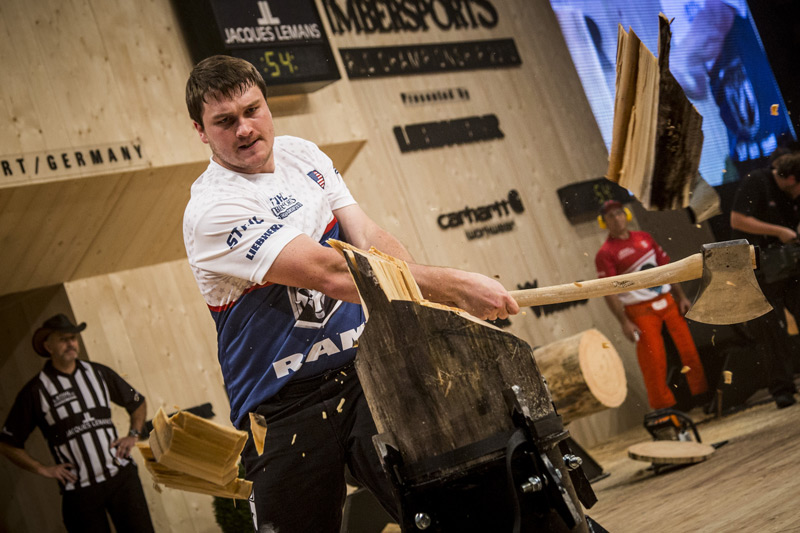 Matt Cogar slices through the standing block chop at the 2013 STIHL TIMBERSPORTS World Championship
